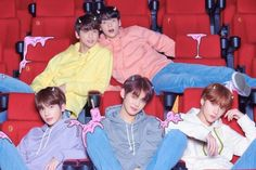 TXT unveiled the tracklist for 'The Dream Chapter: Star.'The debut album of the new Big Hit Entertainment boy group includes a total of 5 … Nct 127, Itunes Charts, Wattpad, Steve Aoki, Young Ones, Group Photos, Debut Album, The Dream, South Korean Boy Band