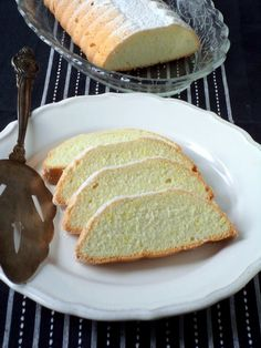 Citromos fehér piskóta - Kifőztük, online gasztromagazin Hungarian Cake, Hungarian Recipes, Hungarian Food, Sweets Cake, Baking And Pastry, Food And Drink, Healthy Recipes, Bread, Cookies