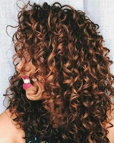 Are you looking for auburn hair color hairstyles? See our collection full of auburn hair color hairstyles and get inspired! Dark Curly Hair, Colored Curly Hair, Curly Hair Care, Curly Hair Styles, Natural Hair Styles, Curly Permed Hair, Highlights Curly Hair, Balayage Highlights, Balayage For Curly Hair