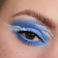 da Heather Moorhouse: Happy little clouds Turning into a regular eye look account over here arent we Here is my contribution to the lovely cloud trend. Makeup Eye Looks, Eye Makeup Art, Natural Eye Makeup, Crazy Makeup, Blue Eye Makeup, Cute Makeup, Eyeshadow Makeup, Makeup Inspo, Beauty Makeup