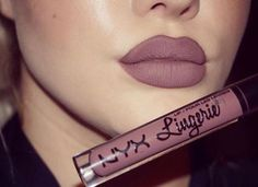 "Timeless matte shades are back with NYX Lip Lingerie Collection. @makeupbyalanah is wearing Lip Lingerie in ""Embellishment"" . #nyxarabia #nyxcosmetics #nyxprofessional #KSA #UAE #Qatar #Kuwait #Bahrain #Oman || #repost  أطياف الحمرة الماتية الخالدة متوفرة حالياً مع مجموعة نيكس ليب لانجري . اختارت المدونة @makeupbyalanah درجة ""إيمبليشمنت"" #نيكس_العربية #نيكس #محترفة || #ريبوست"