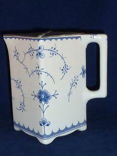1 Unusual Antique Villeroy & Boch Wallerfangen Meissen Blue and White Lidded Jug