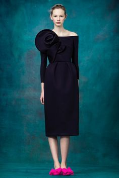 Delpozo Pre-Fall 2017 Fashion Show Collection: See the complete Delpozo Pre-Fall 2017 collection. Look 22 Fashion 2017, Couture Fashion, Runway Fashion, Womens Fashion, Gq Fashion, Dress Outfits, Dress Up, Fashion Dresses, Navy Dress