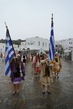 mykonos ticker: Η παρέλαση της Γ' Λυκείου για την επέτειο της 25ης...