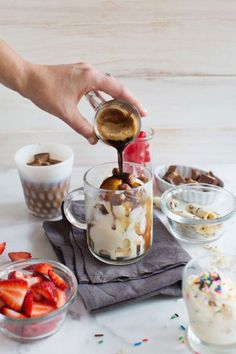Looking for Affogato Recipe Ideas. Combine ice cream and espresso, and add a one of these tasty twists for your own homemade affogato dessert. Easy Desserts, Delicious Desserts, Dessert Recipes, Yummy Food, Coffee Dessert, Dessert Bars, Pavlova, Affogato Recipe, Mocca