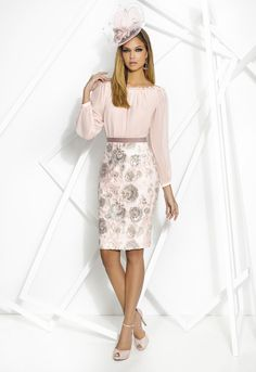 Discover our dress Donna 7786 in Cabotine. We have the latest trends and the best designs in all kinds of dresses. Chic Outfits, Dress Outfits, Fashion Dresses, Mother Of Bride Outfits, Mother Of The Bride, Dress And Heels, The Dress, Jw Mode, English Dress