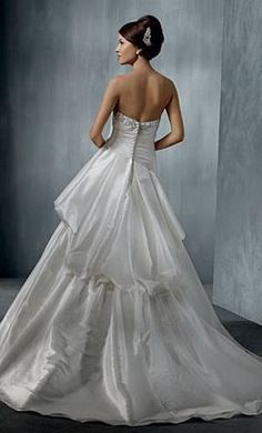 Alfred Angelo 2262 6: buy this dress for a fraction of the salon price on PreOwnedWeddingDresses.com