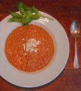 Tomatensuppe mit Schafskäse - Die Techniker Krankenkasse hat für euch ein leckeres und mediterranes Herbst-Rezept zusammengestellt, das zudem sehr gesund ist.