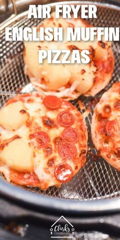 Easy Air Fryer English Muffin Pizzas air fryer recipes goodYou can find Air fryer dinner recipes and more on our website.Easy Air Fryer English Muffin Pizzas air f. Air Fryer Oven Recipes, Air Fryer Dinner Recipes, Recipes Dinner, Mini Pizza, Comida Pizza, English Muffin Pizza, Air Fried Food, Air Fryer Healthy, Gourmet
