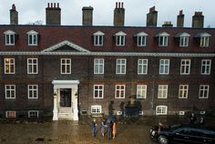 Duchess Kate: William, Kate, Harry and George Welcome the Obamas to Kensington Palace
