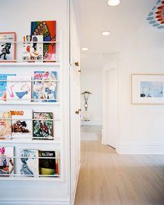 Magazine Rack Photo - Built-in book and magazine storage