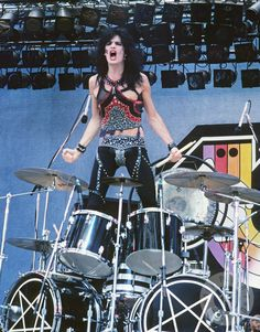Tommy Lee of Motley Crue performs on Heavy Metal Day at the Glen Helen Regional Park during the US Festival in Tommy Lee Motley Crue, Motley Crue Nikki Sixx, 80s Hair Metal, Hair Metal Bands, Hair Bands, Girls Girls Girls, Glam Metal, Musica Metal, Shout At The Devil