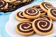 Swirl Cookies-This vanilla and chocolate swirl cookie recipe is light and delicious. Also named as pinwheel cookies, these swirl cookies look so fancy with the spiral but at the same time they are so easy to make! Chocolate Pinwheel Cookies Recipe, Chocolate Swirl, Vanilla Cookies, Chocolate Cookies, Sugar Cookies, Baking Cookies, Biscuit Cookies, Shortbread Recipes, Cookie Recipes