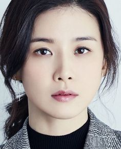 Lee Bo Young, Korean Actresses, Actors & Actresses, Korean Beauty Standards, Straight Eyebrows, Singer Fashion, Large Eyes, Small Faces, Face Expressions