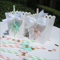 Vintage theme carousel baby showers and birthday parties will sparkle with our luxury hand made popcorn favor boxes. Choose your favorite pastel color for a dessert table must or use as beautiful pack Carousel Cupcakes, Carousel Party, Carousel Birthday, Fiesta Baby Shower, Baby Shower Party Favors, Baby Shower Parties, Baby Showers, Horse Birthday Parties, Girl Birthday Themes