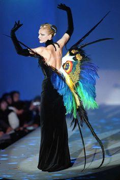 "a-state-of-bliss: "" Simonetta Gianfelici @ Thierry Mugler Haute Couture Spr/Sum 1997 "" Arte Fashion, Couture Fashion, Runway Fashion, Ideias Fashion, Fashion Show, Fashion Design, Fashion Trends, Fashion Fashion, Fashion Jewelry"