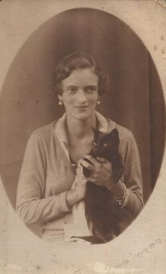 Princesa Irina Alexandrovna Yussupova com um gatinho <3 <3