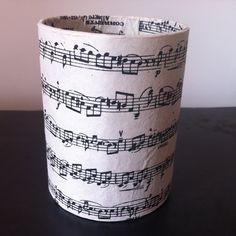 fr_grand_pot_a_crayons_en_papier_mache_decor_papiers_washi_partition_de_musique_