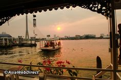 Exploring Bangkok by boat is a fantastic way to get a glimpse into the timeless charm of the city, as well as witness the role Bangkok's many waterways have played in its past right up to the present day. With the wind in your hair and majestic sites