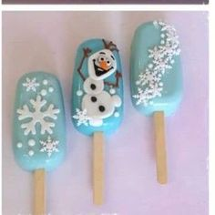 Easy Christmas Treats for School Parties Your Students Will Love Easy Christmas Treats, Christmas Cake Pops, Christmas Sweets, Simple Christmas, Frozen Themed Birthday Party, Frozen Party, Mini Cakes, Cupcake Cakes, Frozen Cake Pops