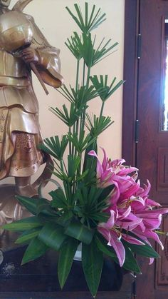 65 Trendy Ideas for party decorations tropical flower arrangements Tropical Flowers, Tropical Flower Arrangements, Funeral Flower Arrangements, Ikebana Flower Arrangement, Beautiful Flower Arrangements, Beautiful Flowers, Spring Flowers, Altar Flowers, Church Flowers