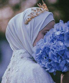Muslimah Wedding Dress, Hijab Wedding Dresses, Arab Girls Hijab, Muslim Girls, Hijabi Girl, Girl Hijab, Most Beautiful Faces, Beautiful Hijab, Niqab