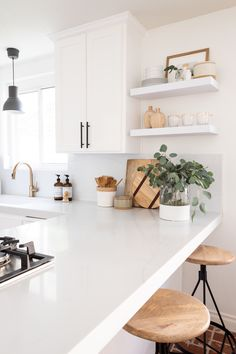 cottage kitchen design, white kitchen with white kitchen cabinets and marble cou. - cottage kitchen design, white kitchen with white kitchen cabinets and marble counter with kitchen o - Traditional Kitchen Design, Interior, Kitchen Decor, Cottage Kitchen Design, Home Decor, House Interior, Home Kitchens, Kitchen Shelves, Kitchen Renovation
