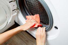 Comment éviter les mauvaises odeurs dans la machine à laver ? - M6 Deco.fr Clean Your Washing Machine, Washing Machine Smell, Baking Soda Uses, Hygiene, Deep Cleaning, Cleaning Hacks, Clean House, Home Appliances, Mildew Stains