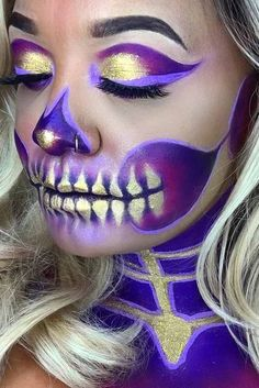 Explore Halloween Makeup Ideas of All Time in this gallery. We share a huge collection of the best Halloween makeup ideas ever shared on internet. Halloween Makeup Looks, Halloween Make Up, Halloween Costumes, Halloween Skull Makeup, Halloween Inspo, Halloween Karneval, Fantasy Make Up, Fantasias Halloween, Makeup Ideas