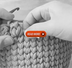 How to knit flower pattern video tutorial Knitted Flower Pattern, Knitted Flowers, Flower Patterns, Crochet Borders, Crochet Stitches, Crochet Patterns, Costco Flowers, Crochet Sandals, After Life