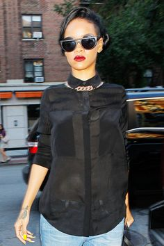 Rihanna Photo - Rihanna keeps a low profile in New York City as she dines out after allegedly inspiring the bar brawl with her exs