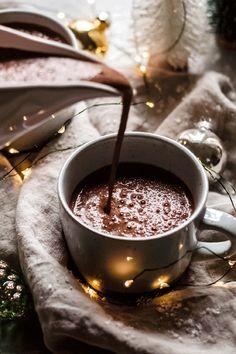 ) - The Banana Diaries Healthy Hot Chocolate Recipe (Vegan + Paleo!) - The Banana Diaries Hot Chocolate Recipe Vegan, Healthy Hot Chocolate, Hot Chocolate Xmas, Chocolate Avocado Brownies, Chocolate Covered Bananas, Chocolate Truffles, Blueberry Crumble Bars, Strawberry Oatmeal Bars, Lemon Desserts