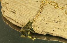 Collier Pendentif  Camée Renard en laiton texturé par lesgirouettes