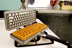 Breakout your favorite waffle batter and make some ultra geeky waffle cakes with the keyboard waffle iron. This geeky waffle iron can make delicious fluffy waffles with little hassle, and clean up is a breeze. Cool Kitchen Gadgets, Kitchen Items, Cool Gadgets, Kitchen Products, Kitchen Tools, Kitchen Stuff, Kitchen Decor, Fluffy Waffles, Waffle Cake