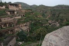 Cave dwellings in Lijiashan village, Shaanxi, China Big Houses, Little Houses, World Photography, Lost City, Abandoned Houses, Where The Heart Is, Maldives, Underwater, Mount Rushmore