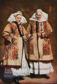 Women Nösnerland / Bistritzer area in Romania. The Nösnerland is an historic region of northeastern Transylvania in present-day Romania centered between the Bistrița and Mureș rivers. Folk Clothing, Present Day, Traditional Outfits, Folk Art, Beautiful People, Russia, Costumes, Folk Costume, Culture