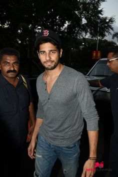 Sidharth Malhotra and Fawad Khan Snapped Together Enroute To Coimbatore For Kapoor and Sons Shoot