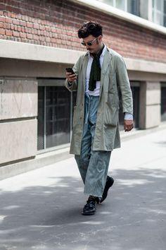 Street Fashion Paris n°169 2015 - ストリート (#22166)  とにかく涼しそう。 ここまでウェスト引き上げれば脚長に見える。シルバーのリングも涼しげ