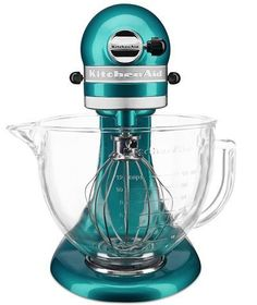 KitchenAid Stand Mixer in Sea Glass - this turquoise color just makes me happy! Kitchenaid Artisan, Kitchenaid Stand Mixer, Kitchenaid Blender, Teal Kitchen Decor, Kitchen Colors, Pastel Kitchen, Kitchen Gadgets, Kitchen Appliances, Small Appliances