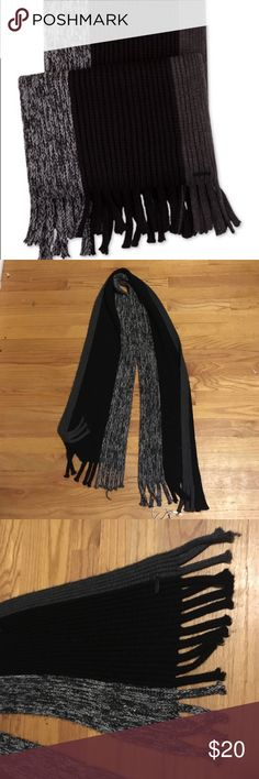 """Calvin Klein Men's Colorblock Scarf Acrylic Winter This scarf is in great shape, the metal plate is still intact as well. I treated it great but I'm trying to clear out some of my scarves.This chunky fringed scarf from Calvin Klein features contrasting side-stripe detailing for standout style. •Dimensions: 11""""W x 66""""L •Acrylic •Hand wash •Imported Calvin Klein Accessories Scarves"""