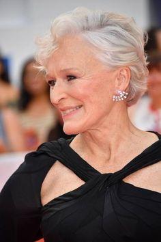 Stilikone Glenn Close Glenn Close, Good Woman, Hollywood, Going Gray, Iconic Women, Grandmothers, Aging Gracefully, Grey Hair, Celebs