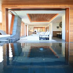 Kona Indoor Swimming Pool by Belzberg Architects
