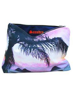 MADE IN HAWAII.Pochette SAMUDRA avec palmier sur fond pastel, Kailua, Oahu100% cotton.Dimensions: 26,67x30,48x33,02x27,94Parfait pour votre iPad !