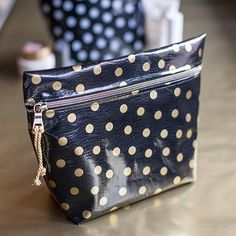 Make this easy bag for your makeup or anything else. Tutorial included! (Yet ANOTHER pouch/bag pattern!)