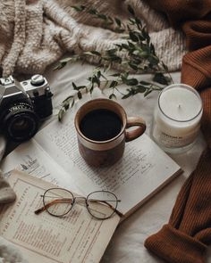 Finishing up the cosiest, slow weekend with a new Cozy Aesthetic, Brown Aesthetic, Autumn Aesthetic, Aesthetic Coffee, Aesthetic Vintage, Flatlay Instagram, Photo Instagram, Instagram Posts, Flat Lay Photography