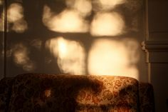 Play of light: I'd like to manipulate, with the idea of accelerating motion to convey an accelerated passage of time. Shadow Play, Morning Light, Light And Shadow, Film Photography, Natural Light, Luz Natural, Daydream, Sunlight, Ramen