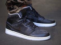 best service da1ee e1b14 Air Jordan 1 Mid Nouveau - Anthracite - Pure Platinum - SneakerNews.com