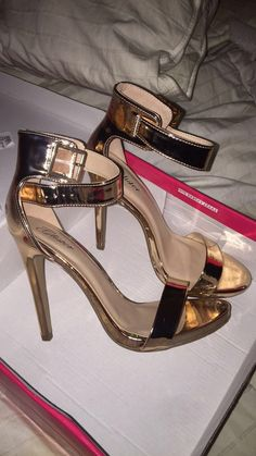 Pin by Avah saeed on shoes. Girl Photo Poses, Girl Photography Poses, High Heels, Stiletto Heels, Shoes Heels, Girl Pictures, Girl Photos, Cute Heels, Pinterest Fashion