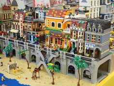 LEGO Stadt themenorientiertes Diorama - New Ideas Lego City Train, Lego Trains, Diorama, Lego Modular, Lego Design, Lego Village, City Layout, Lego Pictures, Cool Lego Creations