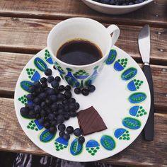 Hytteliv   Kickstart på dagen med nyplukkede blåbær kaffe og mørk sjokkis
